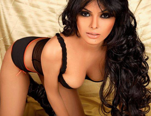 Sherlyn chopra kissing videos